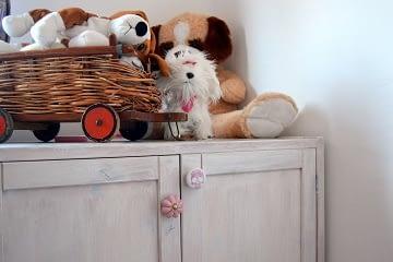 dívčí pokoj pro školačku hračky bílá růžová