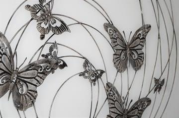 Realizace dámská ložnice dekorace na zeď motýli