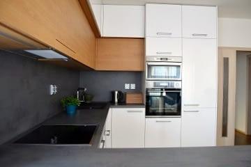 kuchyne bila-dub-beton linka