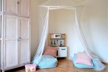 dívčí pokoj pro školačku odpočinek baldachýn altán polštář relax